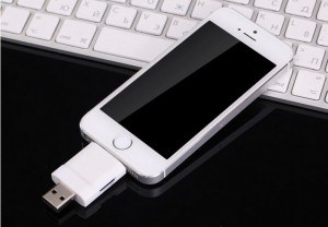 i-flashdrive-external-storage-otg-card-reader-for-apple-iphone-or-ipad-white-15